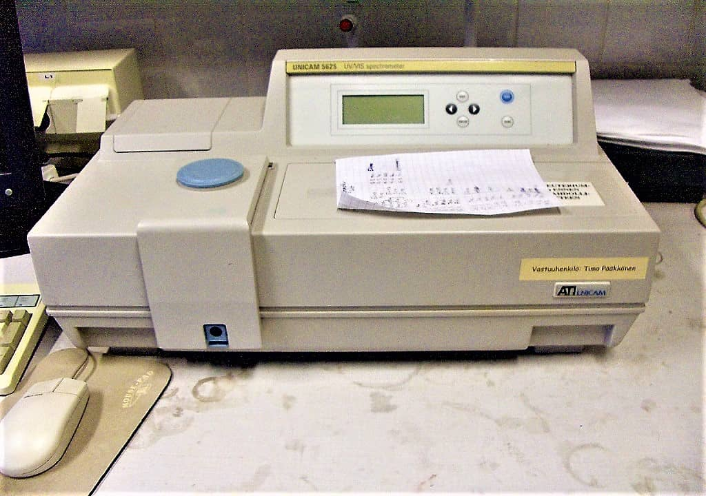 spectrophotometer - principle of spectrophotometer - spectrophotometer used for measuring the absorbance - working of spectrophotometer - applications of spectrophotometer - spectrophotometer uses